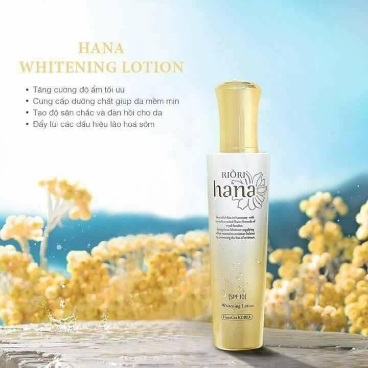 Sữa dưỡng ẩm Riori Hana Whitening Lotion cung cấp dưỡng chất giúp da mềm mịn trắng sáng